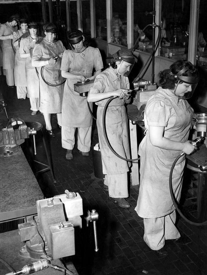 Women Did Mens Jobs During World War Photograph By Everett