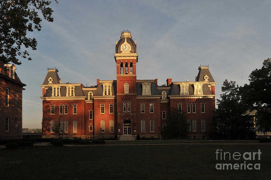 Woodburn Hall Photograph - Woodburn In The Morning by Dan Friend