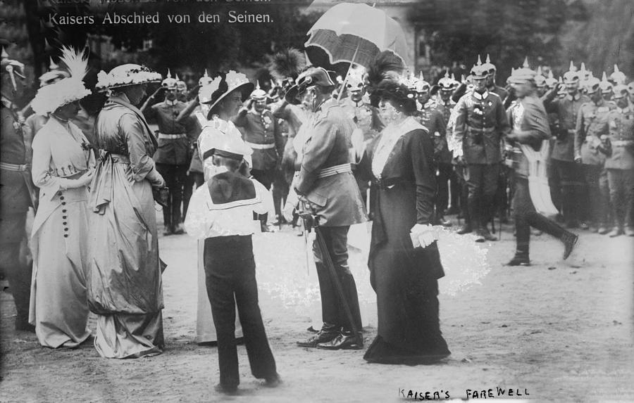 1910s Photograph - World War I, Farewell Of Kaiser William by Everett
