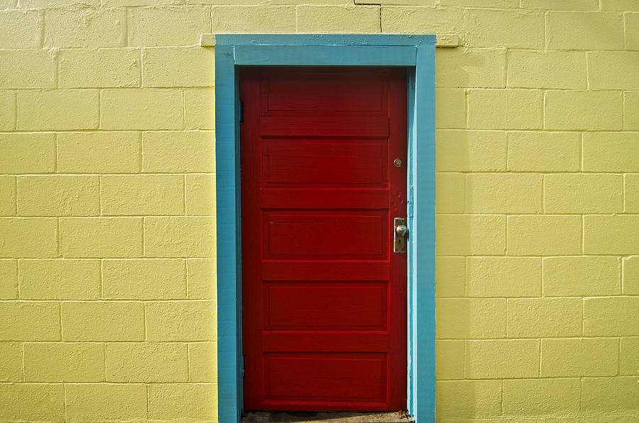 Aqua Photograph - Yellow Wall And Red Door by Ray Laskowitz & Yellow Wall And Red Door Photograph by Ray Laskowitz Pezcame.Com