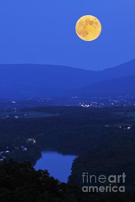 Lara Ellis - Blue Moon