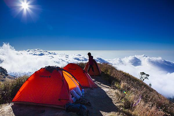 Anusorn Sanaphanthu - Camping above the cloud
