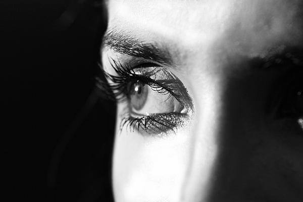 Darren Hosiosky - Eyelashes In Focus
