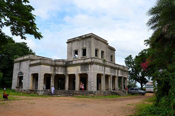 Johnson Moya - Old Building