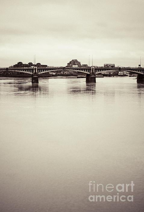 Lenny Carter - Portrait of a London Bridge