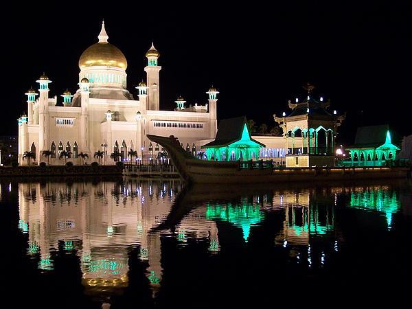 Steve Huang - Sultan Omar Ali Saifuddin Mosque at Night