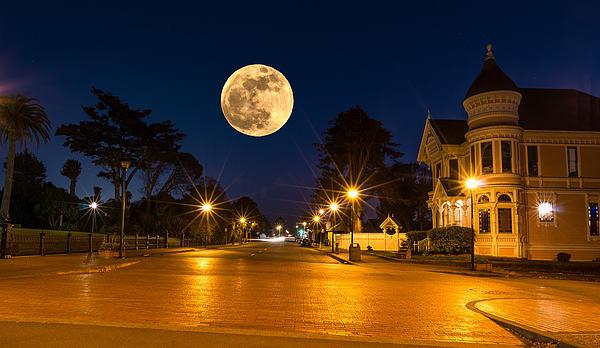 Greg Nyquist - Super Moon over Eureka