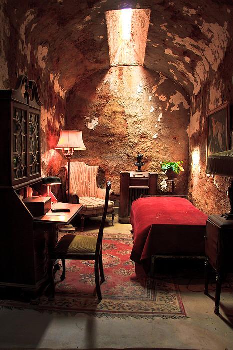 Ellie Teramoto - The prison cell of Al Capone
