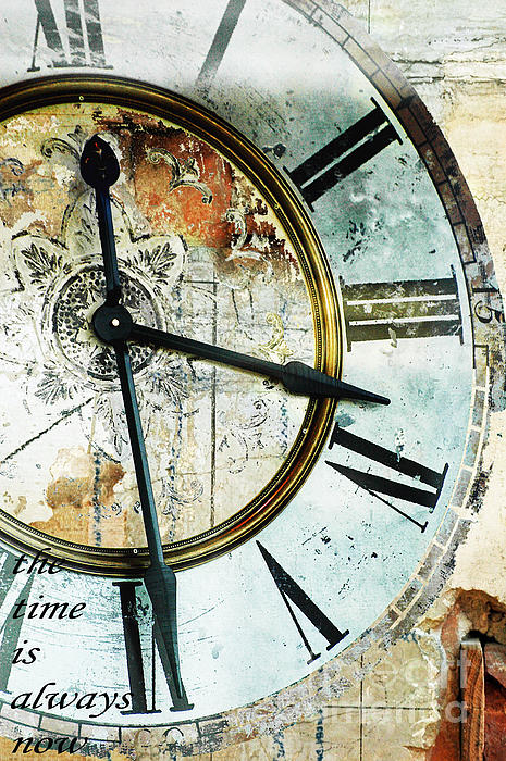 Anahi DeCanio - Time is always now clock