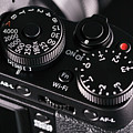 Digital Slr Camera by Wladimir Bulgar/science Photo Library