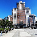 Madrid Building by Ted Pollard