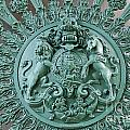 Royal Lion And Unicorn Coat Of Arms On The Gate Of The Wellington Arch At Hyde Park Corner London by Robert Preston