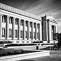 The Field Museum In Chicago In Black And White by Paul Velgos