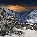 Sun Rays by Guido Montanes Castillo