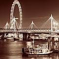 Thames River Night View by Songquan Deng