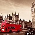 Bus In London by Songquan Deng