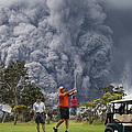 Hawaiis Kilauea Volcano Erupts Forcing by Mario Tama