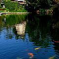 Lake Shrine Temple by Jeff Lowe