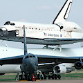 747 Transporting Discovery Space Shuttle by Science Source