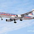 Amercian Airlines Boeing 757 Airplane Landing by Paul Velgos