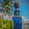 Blue Crown Statue Miami Downtown by Ian Monk