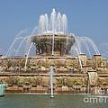 Buckingham Fountain - Chicago by Ann Horn