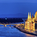 Budapest By Night by Artur Bogacki