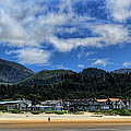 Cannon Beach South by Dale Kauzlaric