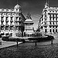 Colon Square by Guido Montanes Castillo