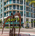 Duenos Do Las Estrellas Sculpture - Downtown - Miami by Ian Monk