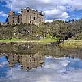 Dunvegan Castle - 1 by Paul Cannon