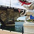 Griffin Charms The London Bridge by FlyingFish Foto
