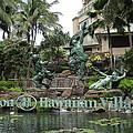 Hawaiian Hilton Statues by Elaine Haakenson