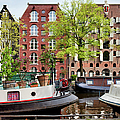 Houseboats And Houses On Brouwersgracht Canal In Amsterdam by Artur Bogacki