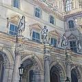Le Louvre IIi by Henrieta Maneva