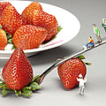 Lifting Strawberry By A Fork Lever Food Physics by Paul Ge