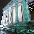 Lincoln Memorial by Adahm Faehn