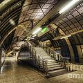London Bridge Station 1.0 by Yhun Suarez