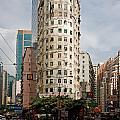 London Itman Centre Building In Hong Kong by Anders Hingel