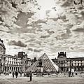Louvre by Juan Gabriel Maldonado