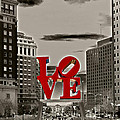 Love Sculpture - Philadelphia - Bw by Lou Ford