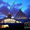 Milwaukee Art Museum by Bill Cobb