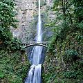Multnomah Falls by Ben Zell