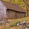 New England Barn by Linda Covino