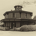Octagon House  17739b by Guy Whiteley