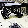 Oil Painting - Tourists And Cannons With Ammunition At The Wall Of Stirling Castle by Ashish Agarwal