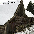 Old Barn by Susanne Baumann