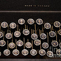 Old Typewriter by Les Palenik