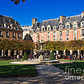 Place Des Vosges Paris by Louise Heusinkveld