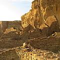 Pueblo Bonito And Cliff by Feva  Fotos